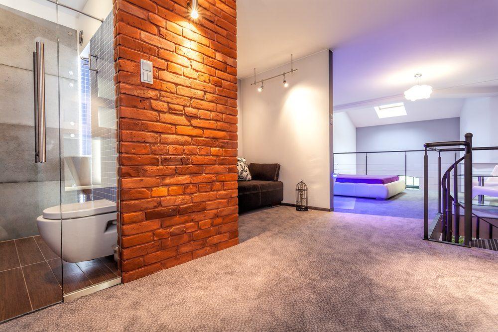 Wer in einem Loft wohnt, setzt auf stylische Eleganz und eine grosszügige Raumaufteilung. (Bild: Photographee.eu / Shutterstock.com)