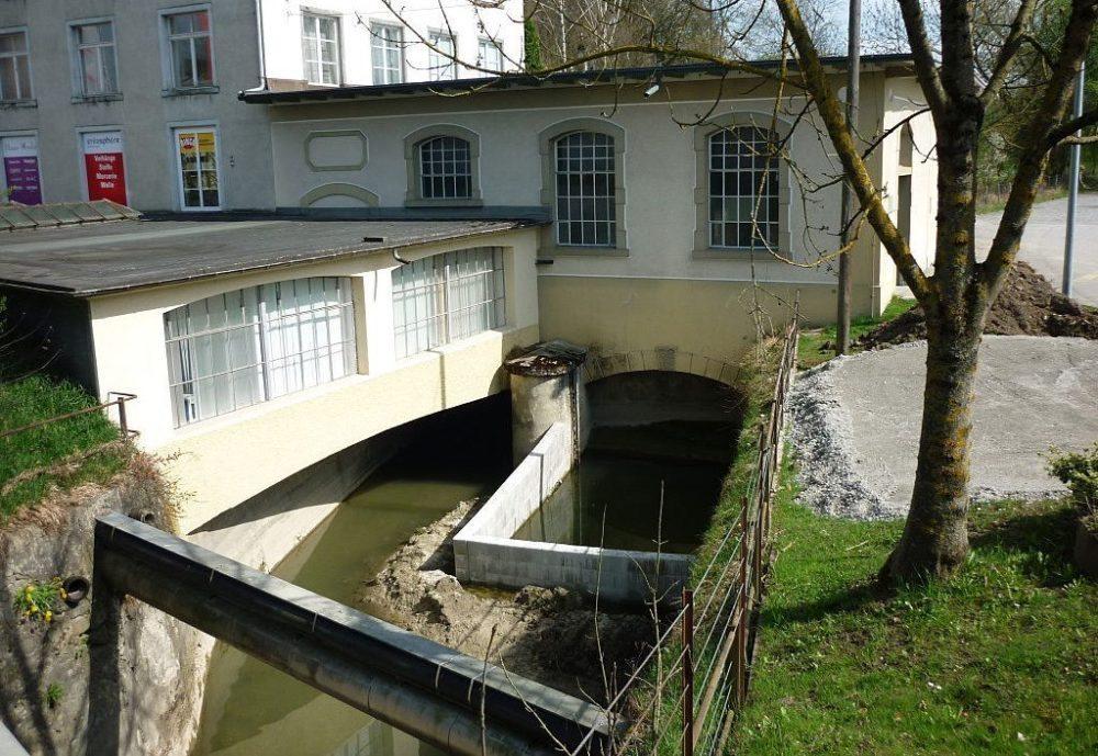 Die Turbinenanlage der ehemaligen Seidenstoffweberei Haas in Ottenbach (Bild: Paebi, Wikimedia, CC)