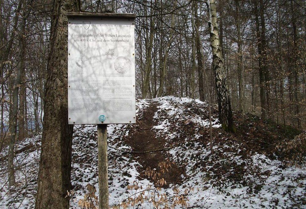 Fürstengrabhügel Sonnenbühl, Uetliberg / Uitikon-Waldegg (Bild: Paebi, Wikimedia, GNU)