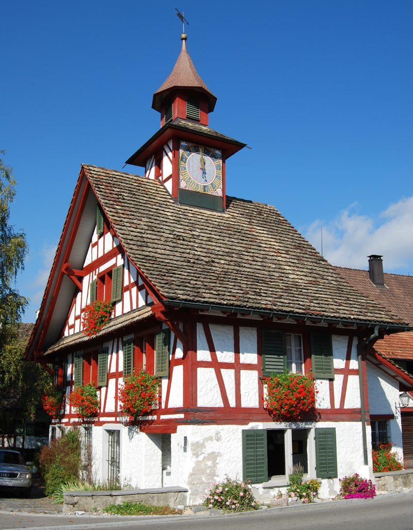 Das Türmlihaus in der Gemeinde Aesch (Bild: Dietrich Michael Weidmann, Wikimedia, CC)