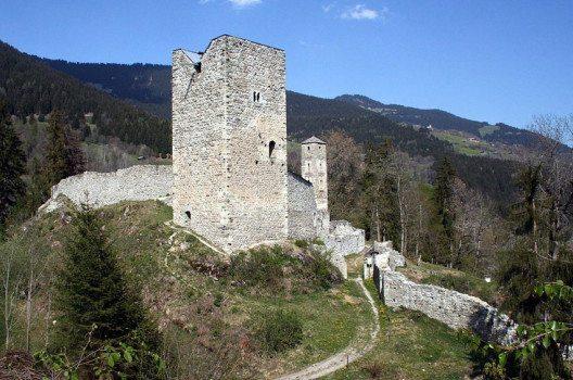 Bergfried mit Hocheingang  (Bild: Adrian Michael, Wikimedia, GNU)