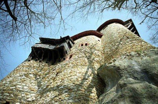 Burg Reichenstein – Anblick von unten. (Bild: Roland Zumbühl, Wikimedia, GNU)