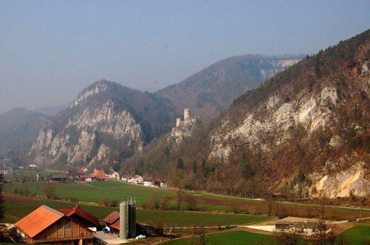 Burg Neu-Falkenstein bei Balsthal (Bild: h-info.ch, Wkimedia, CC)