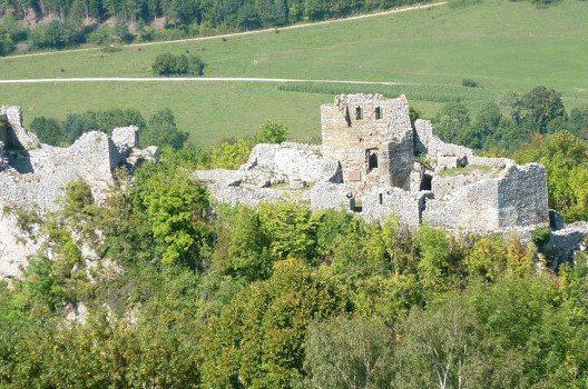 Ruine Alt-Bechburg (Bild: Paebi, Wikimedia, CC)