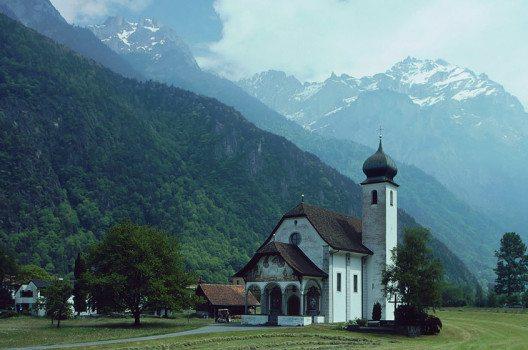 Jagdmattkapelle in Erstfeld auf der rechten Seite der Reuss, Kanton Uri. (Bild: Manfred Heyde, Wikimedia, GNU)