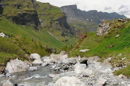 Die Sernf am oberen Ende des Urnerbodens. (Bild: Nikater, Wikimedia, publick domain)