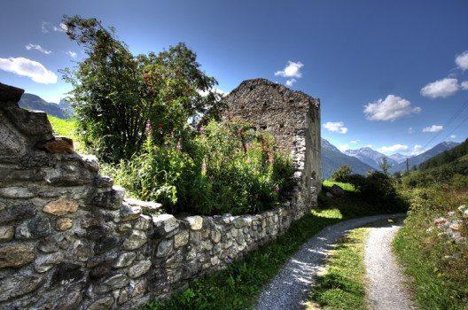 Ruinene bei Ardez (Bild: Kelvin Schafli, Wikimedia, CC)