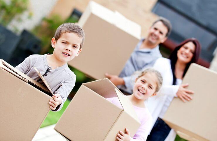Ein Umzug mit Kindern erfordert eine sensible Vorbereitung. (Bild: © Andresr - shutterstock.com)