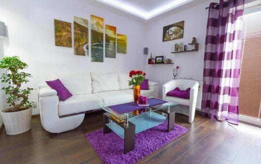 Bei der Einrichtungsgestaltung mit Vorhängen sind der Kreativität kaum Grenzen gesetzt. (Bild: © Patryk Kosmider - fotolia.com)