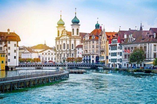 Die Stadt Luzern verfügt nicht nur über einen wertvollen Gebäudebestand. (Bild: © Mariia Golovianko - shutterstock.com)