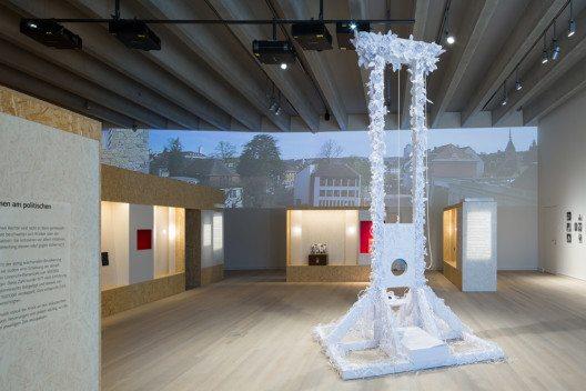 Die Eröffnungsausstellung «Demokratie! – Von der Guillotine zum Like-Button» (Bild: Stadtmuseum Aarau, Fotograf: Yohan Zerdoun)