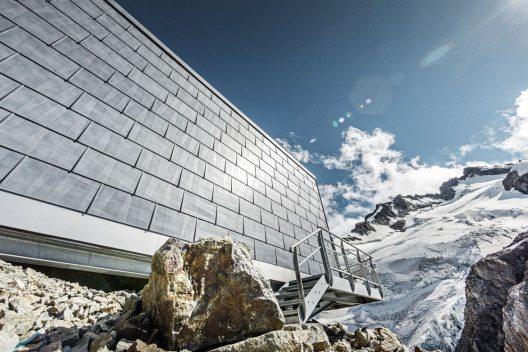 Überrascht Alpinisten mit einem modernen Erscheinungsbild: Das Refuge de L´Aigle in La Grave. (Bild: PREFA/Croce)