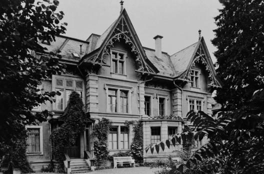 Das Wohnhaus in der Berner Schosshalde (Bild: © Bürgerbibliothek Bern, aus Archiv / rudolfvontavel.ch)