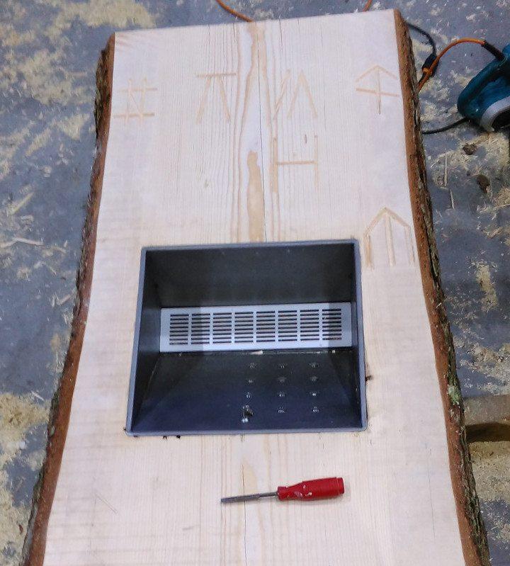 Das Holz für die Klangsäule stammt von einer alten Fichte aus dem Flimserwald. (Bild: Uolf Candrian / Giuventetgna Sagogn)