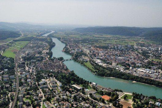 Luftbild von Rheinfelden, Schweiz und Rheinfelden (Baden) getrennt vom Rhein. (Bild: Taxiarchos228, Wikimedia, GNU)