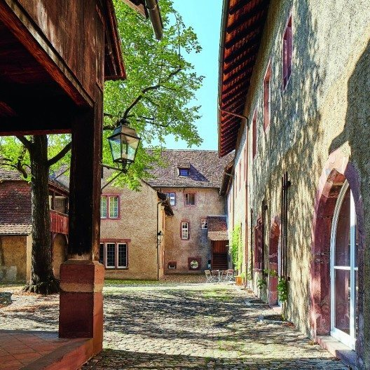 Blick von Osten in den Hof des Kleinen Klingentals in Basel, rechts der Gründungsbau des Klosters (ab 1274). Foto: Mark Niedermann.