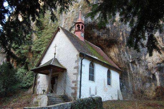 Die Kapelle Sankt Martin in der Verenaschlucht. (Bild: IqRS, Wikipedia, CC)