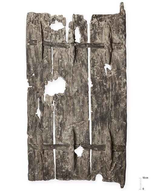 Über 5000 Jahre alte Tür aus Pappelholz (Zürich-Parkhaus Opéra); Quelle: Kantonsarchäologie Zürich