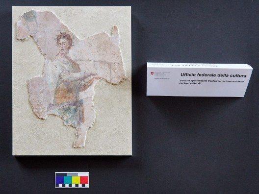 Das Fragment einer Freske und vier weitere archäologische Kulturgüter aus dem 6. Jh. v. Chr.