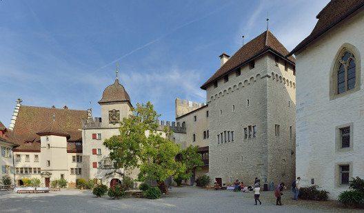 Schloss Lenzburg, Innenhof (Bild: © Wladyslaw Sojka / www.sojka.photo, Wikimedia - Free Art License)