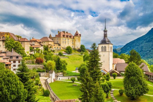 feature post image for Schlösser und Burgen in der Schweiz erkunden