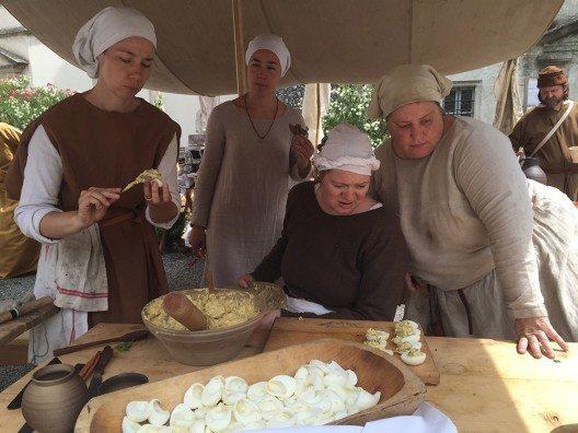 Mittelalterlicher Kulinarik lässt sich am 3. September in Ilanz nachspüren. (Bild: © Museum Regiunal Surselva)