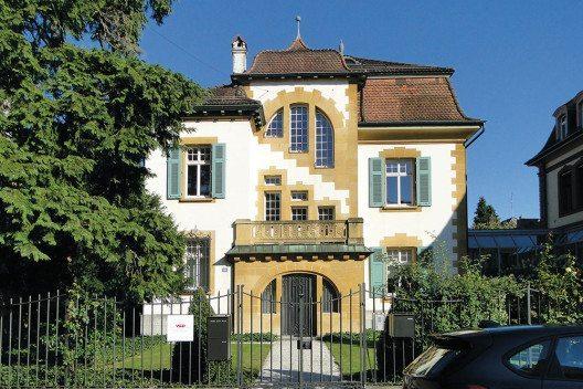Das originelle Einfamilienhaus am Hirzbodenweg 95 von Suter & Burckhardt stammt aus dem Jahr 1901. (Bild: © Schweizer Heimatschutz)