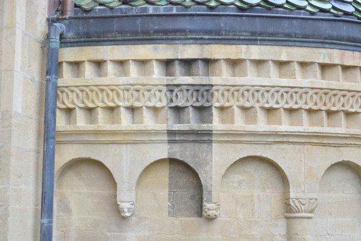 NE Neuenburg, Collégiale: Michel Muttner und seine Mitarbeitenden zeichnen verantwortlich für die minutiöse und professionelle Steinrestaurierung der Stiftskirche (Bild: Atelier-Muttner).