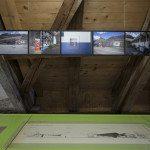 Diese Tankstelle in der Leventina gebaut von den Architekten Guscetti besticht durch ihre individuelle Architektursprache. In der Ausstellung im Nidwaldner Museum Salz- magazin werden die Pläne und mit dem heutigen Bauwerk verglichen.