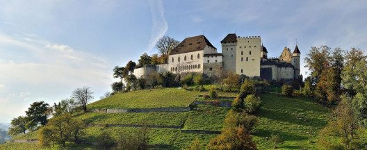 Schloss Lenzburg (Bild: Taxiarchos228, Wikimedia, Lizenz Freie Kunst)