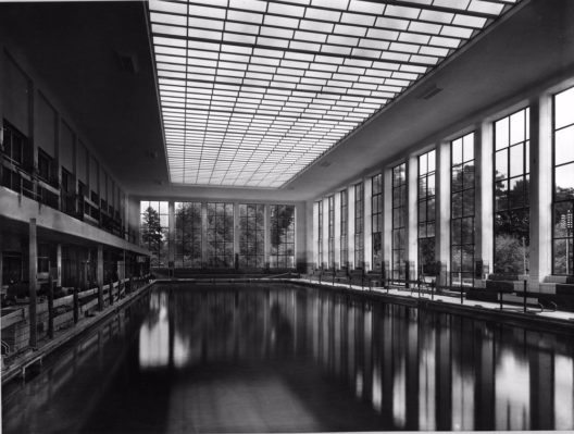 Dem Stadtbaumeister Hermann Herter ist mit dem Hallenbad City ein Meisterwerk gelungen.
