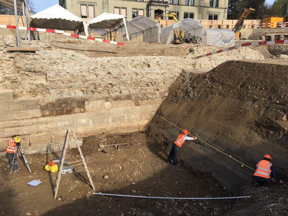 Die Schanzenmauer aus dem 17. Jahrhundert bestand auf der Grabenseite aus Sandsteinquadern