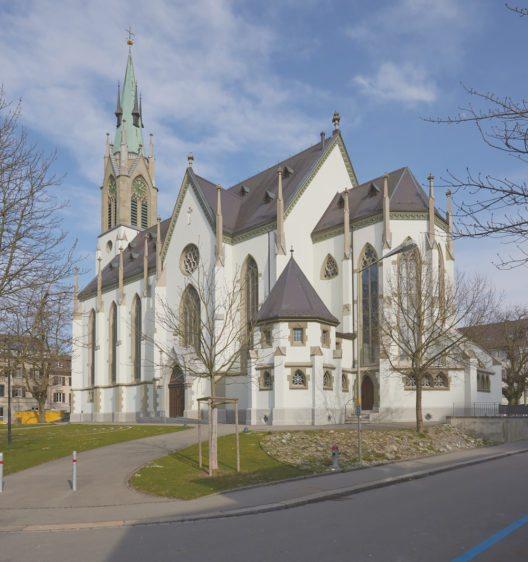 Winterthur, Katholische Kirche St. Peter und Paul. Ansicht von Südwesten. Zustand nach der Restaurierung, März 2016.