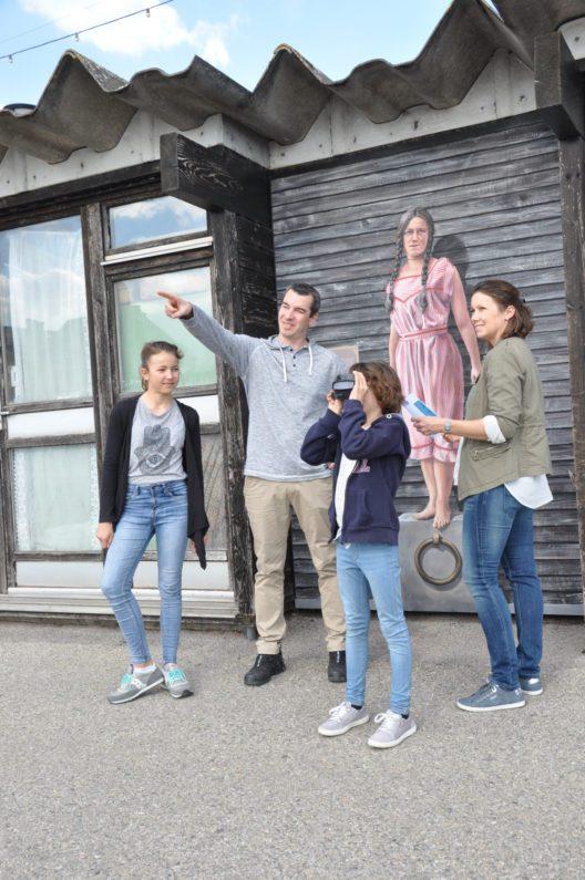 Marthe Robert (mit Besuchern) (Bild: © Tourisme neuchâtelois)