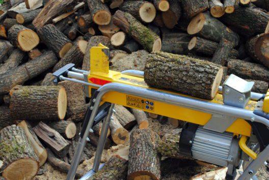 Moderne Holzspalter sind effektiv und zuverlässig. (Bild: lorenzo gambaro - shutterstock.com)