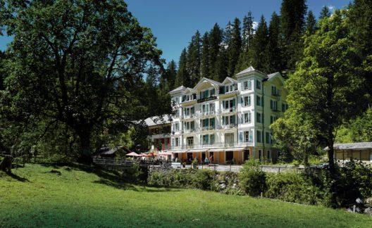 Hotel Rosenlaui, Haslital – Hier wähnt sich in einer anderen Zeit: Der Belle-Epoque. Inmitten der grandiosen Bergwelt mit Gletschern, bei der berühmten Rosenlauischlucht, findet man eine wohltuende Zeitinsel. (Bild: Hotel Rosenlaui)