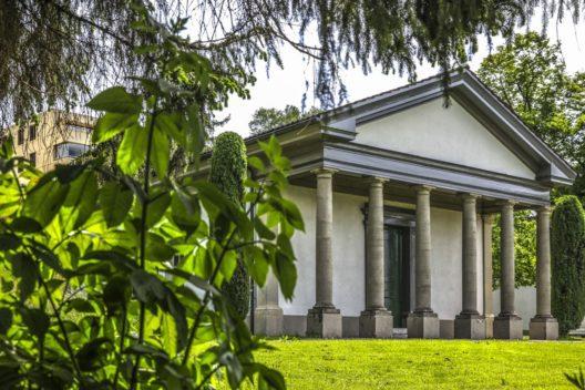 Die klassizistischen Schutzbauten über den Mosaiken des römischen Gutshofs von Zofingen sind europaweit einzigartig: es sind die ältesten erhaltenen Schutzbauten überhaupt. (Bild: © Kanton Aargau)