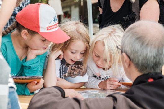 Fachpersonen erklären am Kulturerbe-Tag publikumsgerecht ihre Themen. (Bild: © Kanton Aargau)