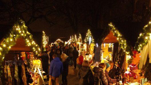 Der Wiehnachtsmärt Schloss Wildegg bietet über 50 Marktstände. (Bild: Museum Aargau)