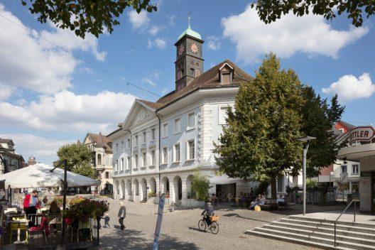 Der Bau des Kaufhauses leitete am Ende des 18. Jahrhunderts in Langenthal den Wandel vom Dorf zum Städtchen ein. (Bild: James Batten/ Schweizer Heimatschutz)