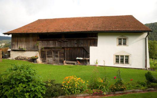 Das Maison Heidi liegt in Souboz im Berner Jura, auf 850 m ü M. (Bild: Denkmalpflege Bern)