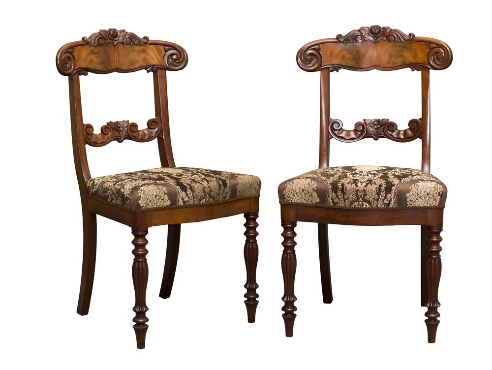 Alte Möbel pflegen und restaurieren (Bild: Juris Kraulis - shutterstock.com)
