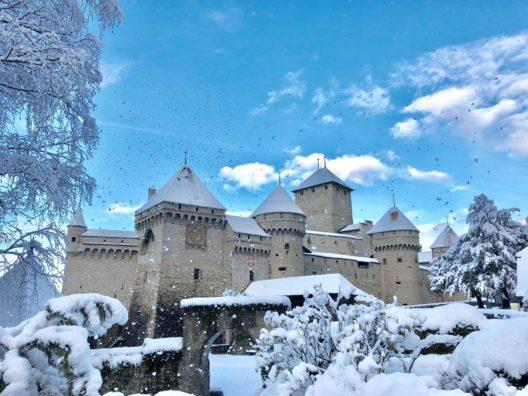 Das Schloss Chillon im Schnee (Bild: © Schloss Chillon Stiftung)