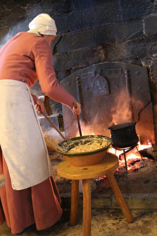 Kochen im Mittelalter (Bild: © Schloss Chillon Stiftung)