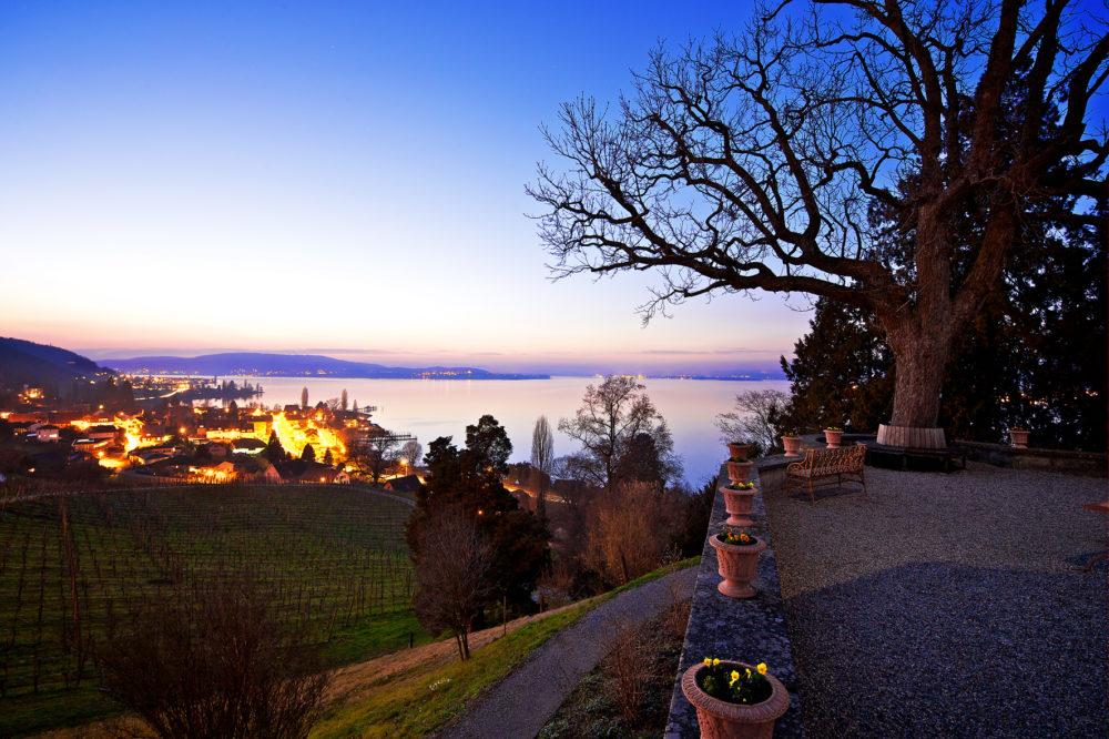 Faszinierendes Napoleonschloss, herrlicher Park – und eine phänomenale Aussicht über den Untersee: Der Arenenberg bei Salenstein hat's in sich. (Bild: zvg)