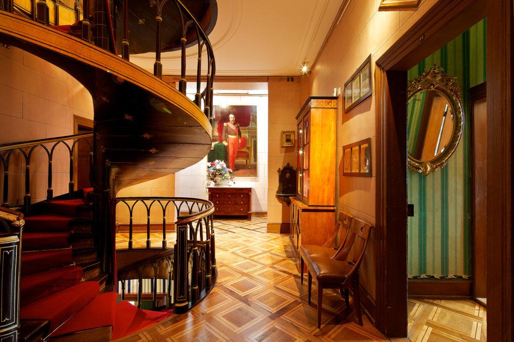 So wohnte einst Napoleon III. Im Hintergrund ein Bild des letzten Kaisers von Frankreich. Die Räumlichkeiten sind für die Öffentlichkeit zugänglich. (Bild: zvg)