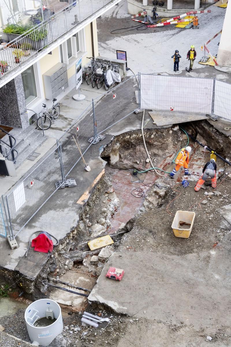 Die Grabungsarbeiten im Freibad Ende Oktober (Bild: René Rötheli, © Stadt Baden)