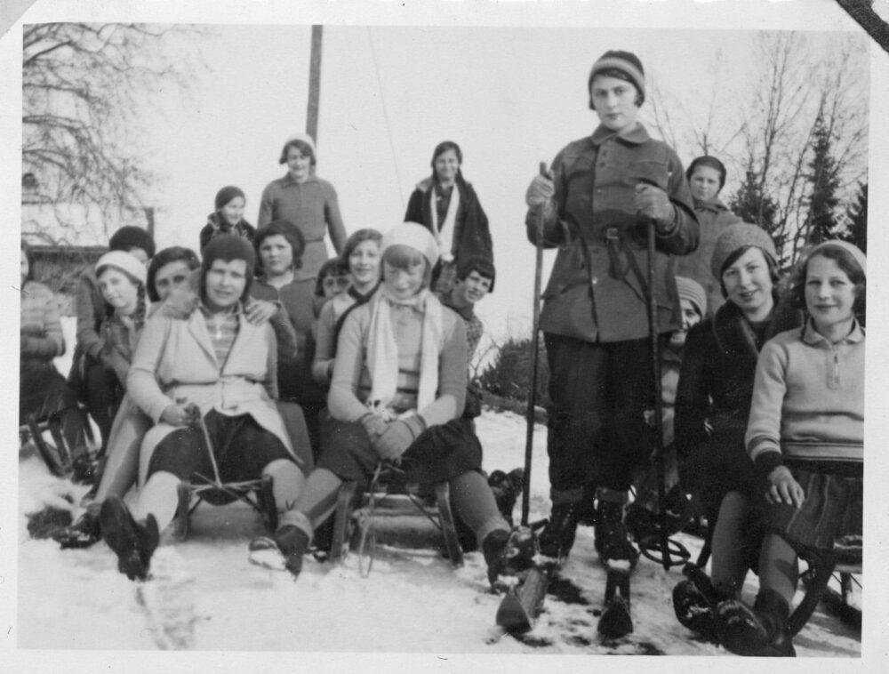 """""""Sport, Befehl, Schlitteln auf Allenwinden"""". Der Eintrag des Mariahilf-Chronisten vom 17. Februar 1932 zeugt von militärischem Drill. (Bild: Fotograf/in unbekannt)"""